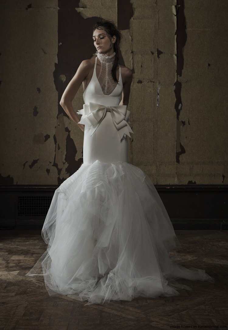Vera Wang   shows off a dramatic low neckline in her 2016 collection