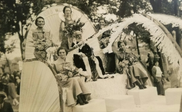 The 1935 Kolacky Day Royalty.  Queen Leone Hendrickson with Mae Washa, Ione Mladek, Ella Krocak, and Esteleen Janovsky as attendants.