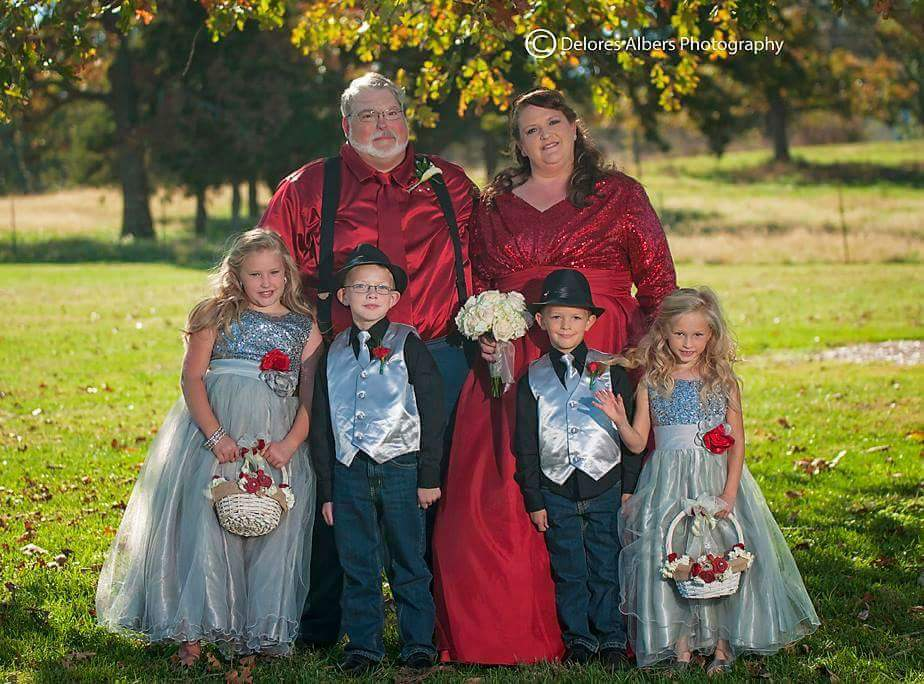 Amy Pictured with Husband Timmy and their CHILDREN. photo Credit to  Delores Albers Photograpy