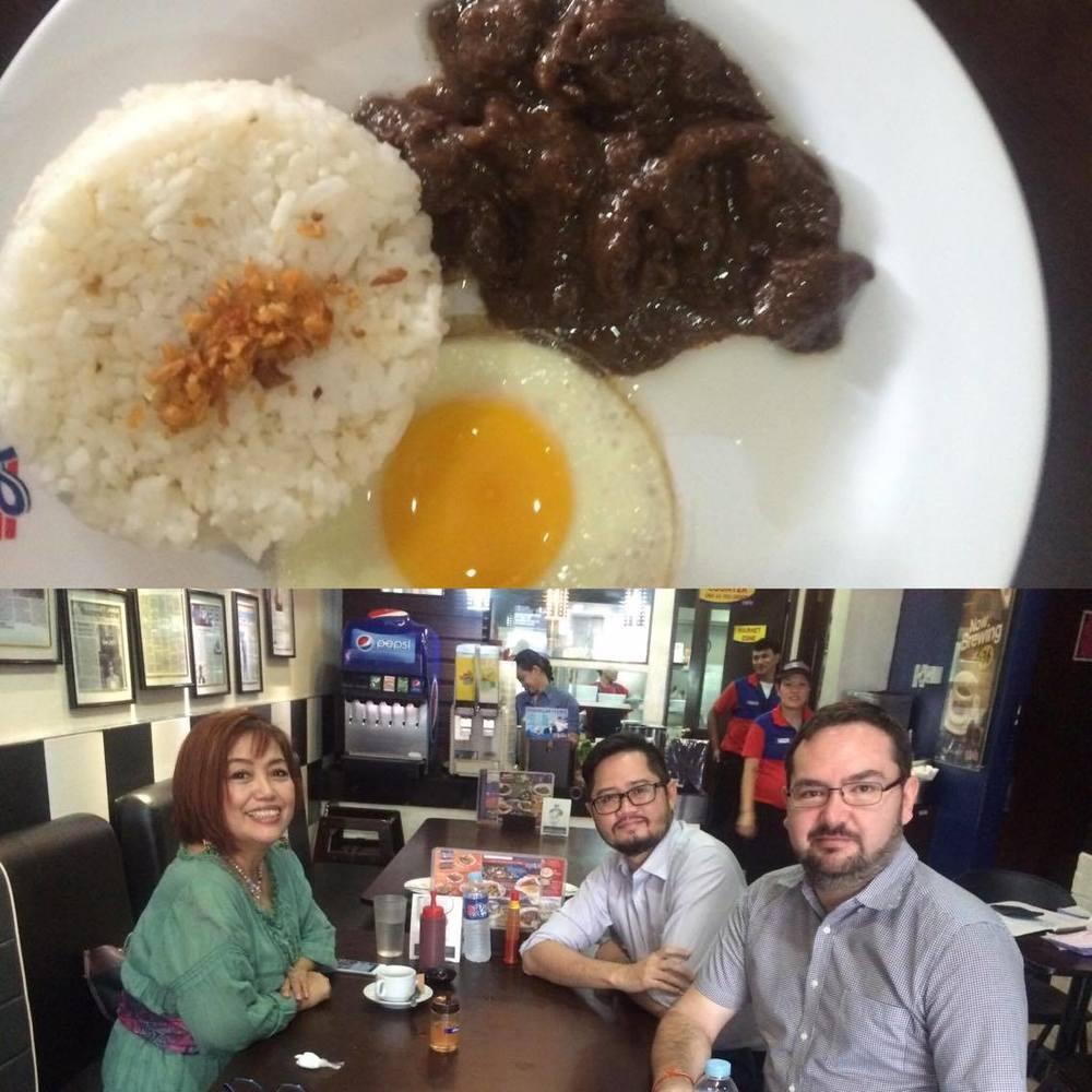 Tapsilog with Momblogger Noemi Lardizabal-Dado at Rufos.