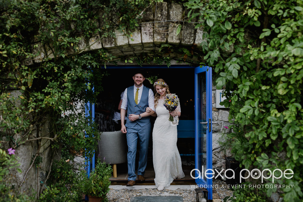 KR_elopement_lowerbarns_cornwall_10.jpg