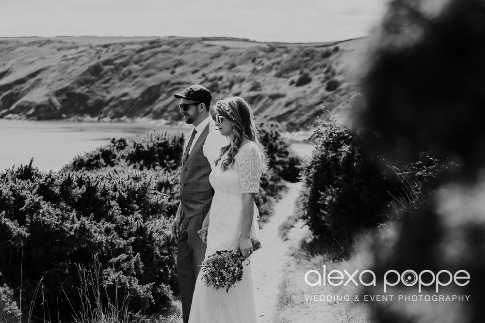 KR_elopement_lowerbarns_cornwall_37.jpg