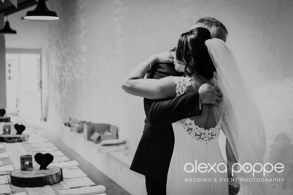 LJ_wedding_cosawesbarton_10.jpg