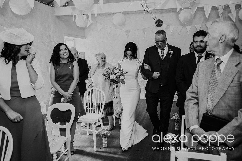 LJ_wedding_cosawesbarton_15.jpg