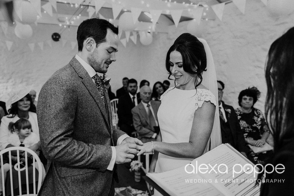 LJ_wedding_cosawesbarton_18.jpg