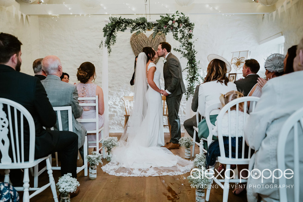 LJ_wedding_cosawesbarton_20.jpg