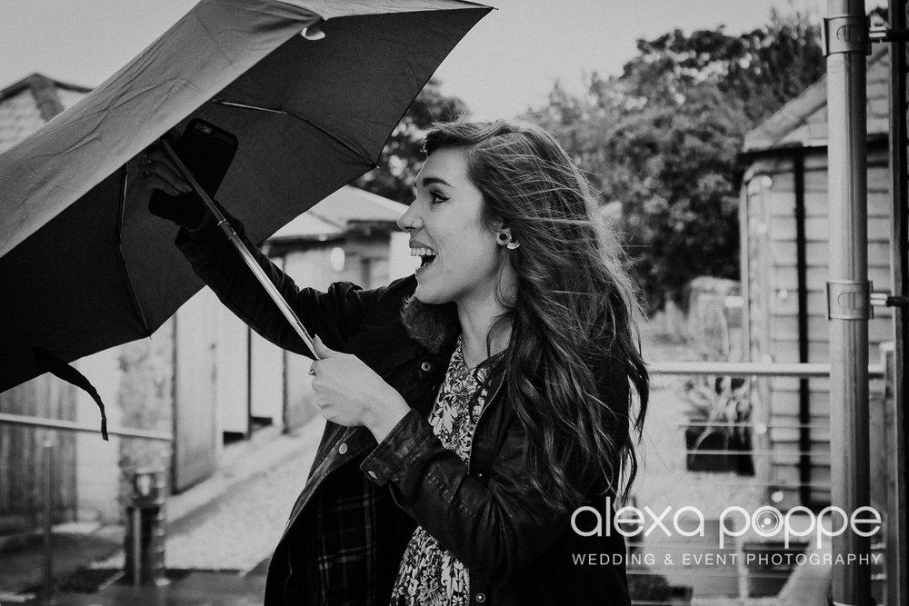 rainydaywedding_embracetherain_1.jpg