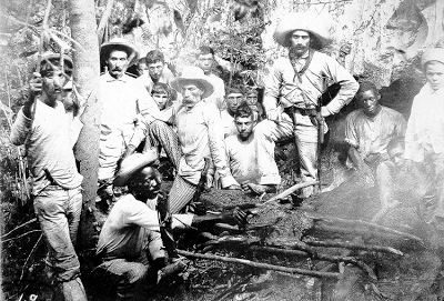 cuban_soldiers_1898,+cooking+an+animal+they+hunted+for+their+lunch.gif