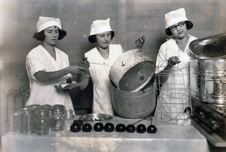 1921 cooking demonstration, Courtesy of the Library of Congress