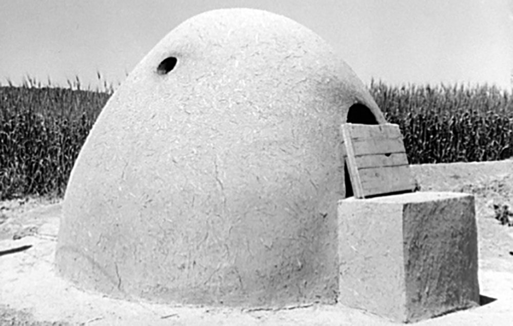 Adobe oven for Breaking Bread, Chamisal, New Mexico, 1940, Courtesy of the Library of Congress