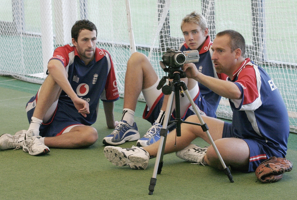 Julien Fountain coaching Stuart Broad & Graham Onions at Loughborough