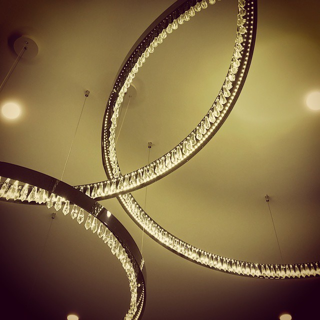 Intersecting light #hotelchicago  #lighting #crystal