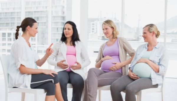 photodune-8572150-pregnant-women-talking-together-at-antenatal-class-at-the-hospital-l.jpg