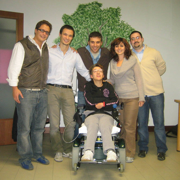 The projectteam with Romina, one of Sim-patia's residents(standing from the left, Giordano, Fabrizio, Donato, Pelin, Pietro)