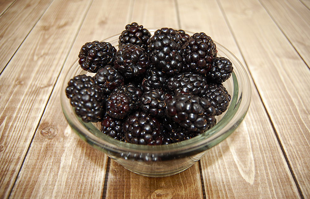 Blackberries_InBowl_WoodTexture.jpg