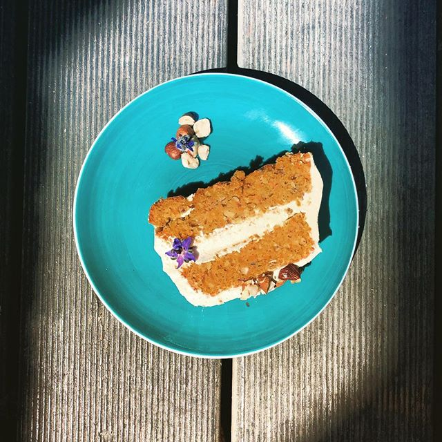 My life, my life, my life, my life in the sunshine Everybody loves the sunshine Sunshine, everybody loves the sunshine Sunshine, folks get down in the sunshine Sunshine, folks get 'round in the sunshine #CarrotCake