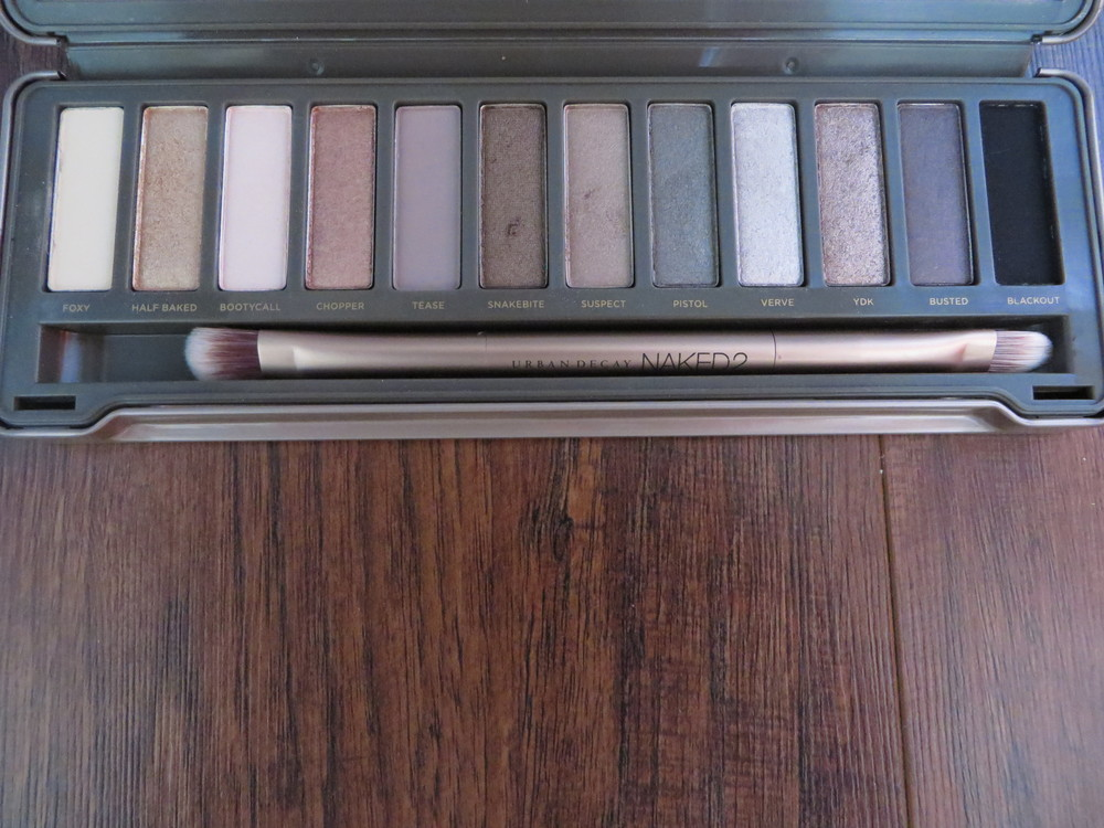 Urban Decay NAKED -palette. I used  Foxy  for priming with the foundation,  Half Baked  in the outer corners of the eyes blending with  Suspect  that I brushed from lash line to mid lid and finally  Snake Bite  on lower lash line.