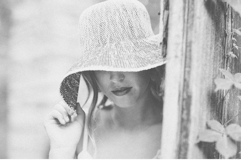 You've Got Flair | Clare's Garden Summer Senior Session, Black & White, Clare & Hat, Senior 2015