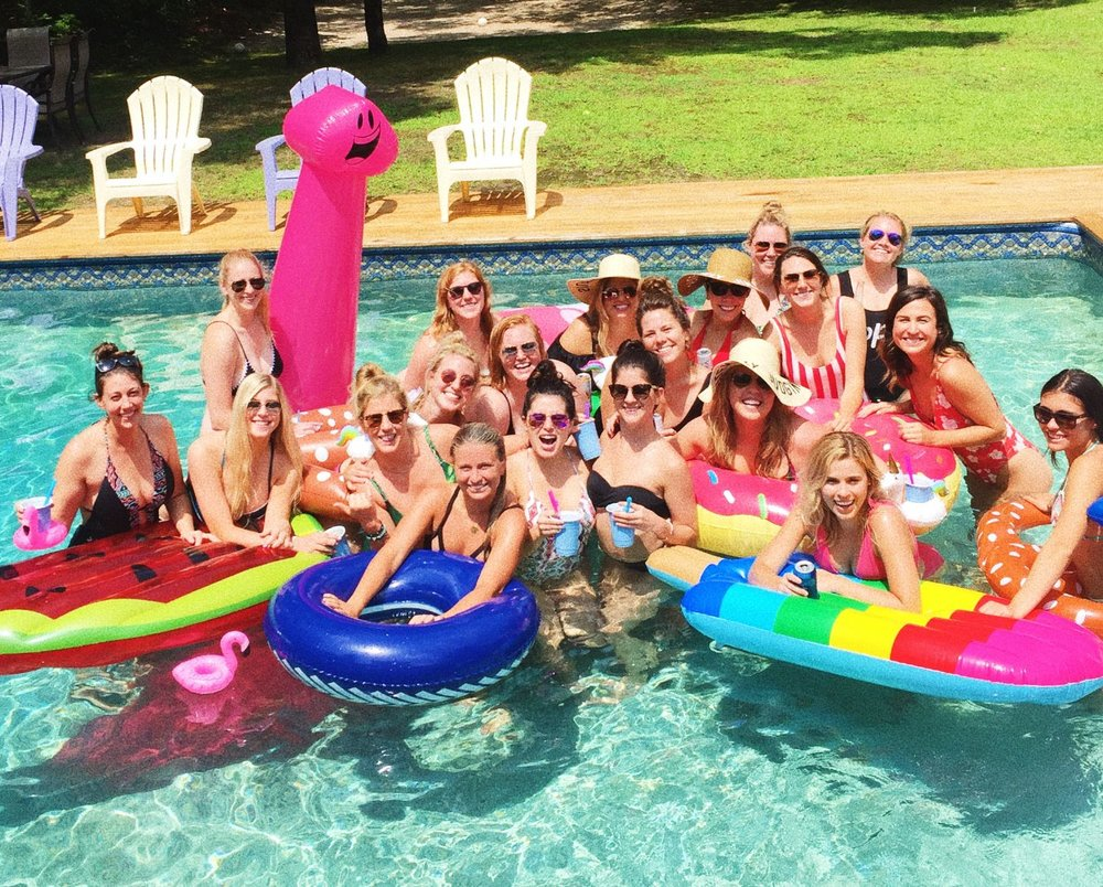 07 /  Clare's bachelorette party in the Hamptons