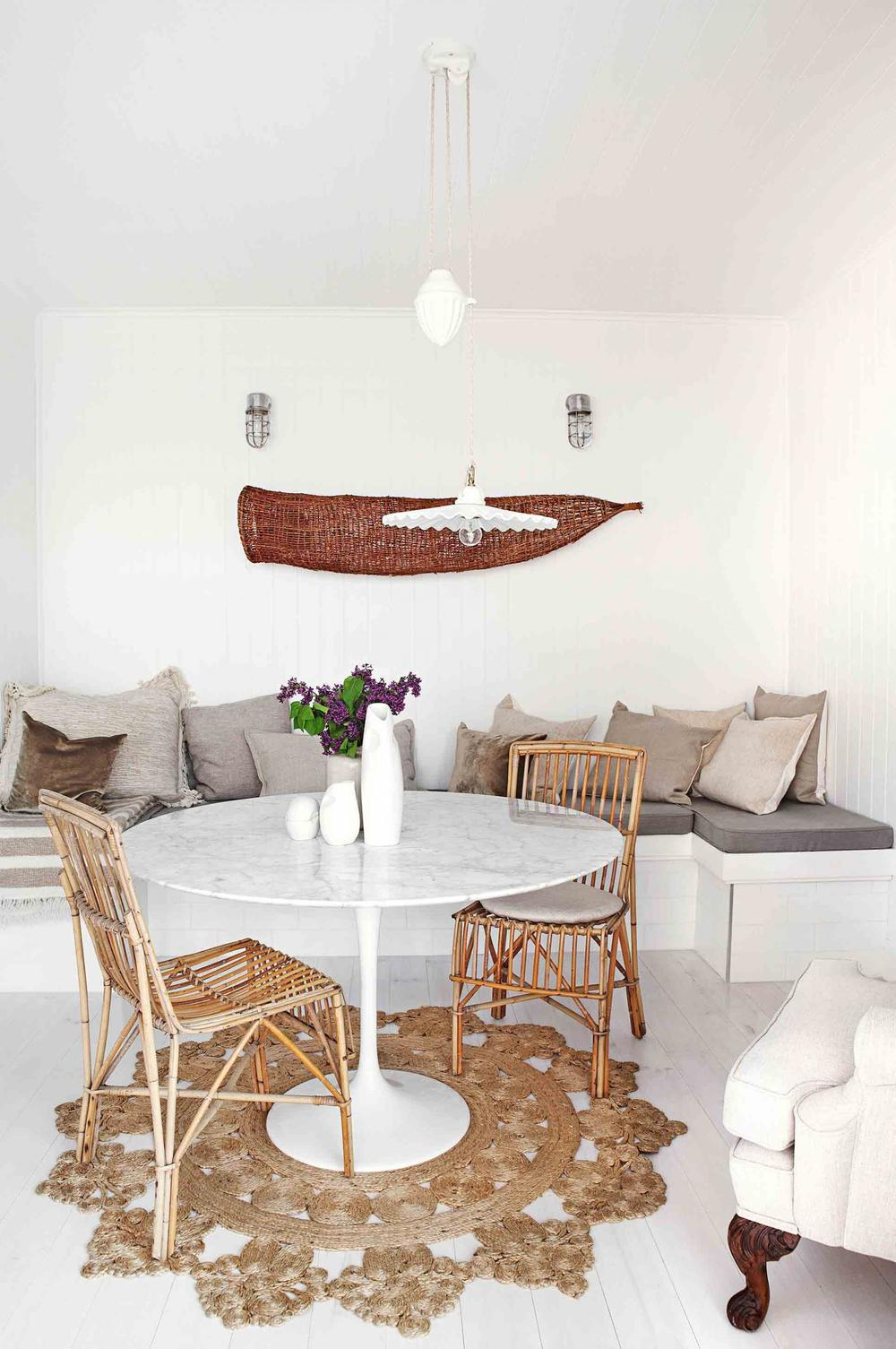 _white-living-room-rattan-furniture-bench-seat-jute-cushions-rug-20150320123334-q75,dx1920y-u1r1g0,c--.jpg
