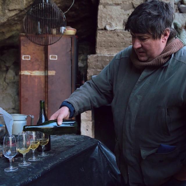 Patrick Corbineau ouvre une bouteille de 1991 #winelove #loire #wineporn #cheninblanc #winemaker #france