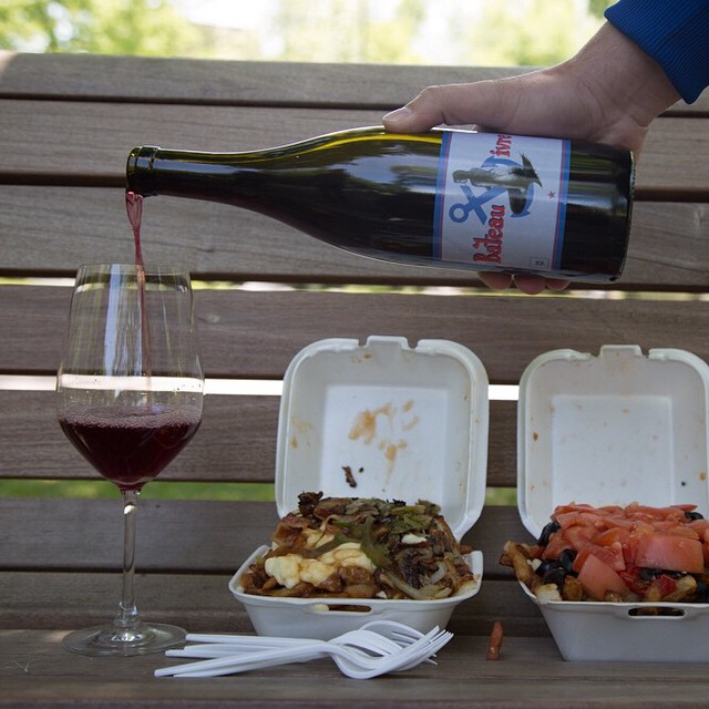 Grenache bateau ivre And Québec  classic : Poutine ! #poutine #naturalwine #grenache #winelovers #instawine #instagood