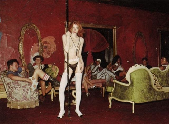 The World nightclub, NYC, sometime in the 80s. Wish I knew more about this photo... if anyone does, please comment! 20 years later I lived around the corner from this place, but the East Village was way less cool by that point 🙈 #theworldnightclub #polehistory #punk #yesastripper
