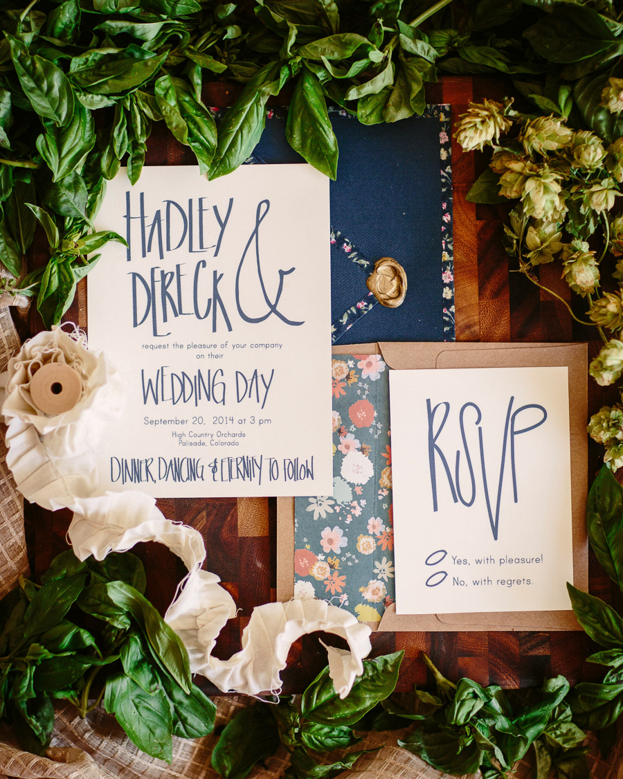 Wedding invitation calligraphy by Kindred Creative / Photo: Cat Mayer Studio
