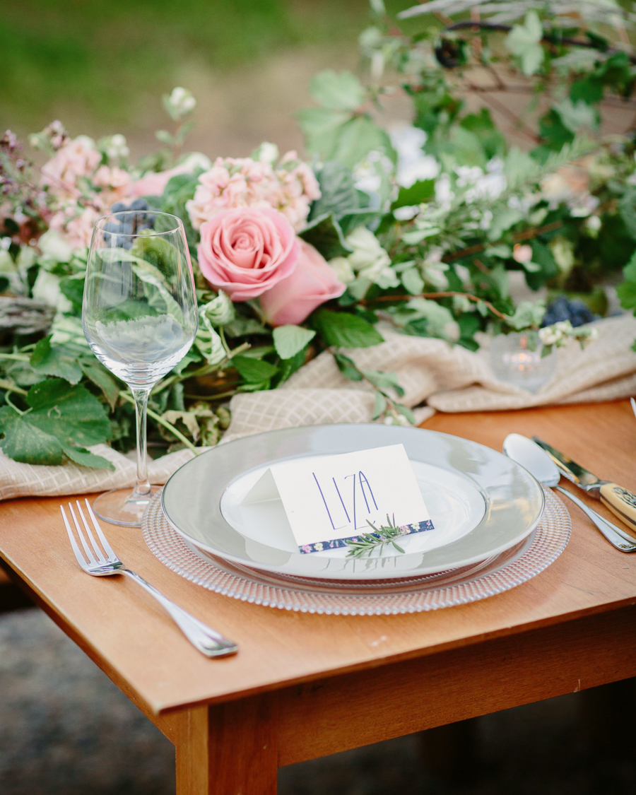 Palisade wedding reception table / Grand Junction wedding photographer / Photo: Cat Mayer Studio