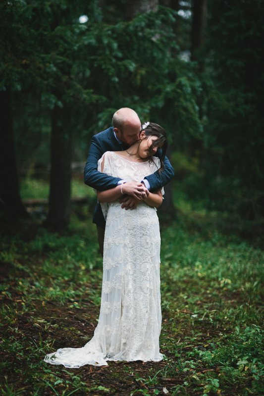 Wedding couple in rainy forest | Alta Lakes Observatory | Telluride, Colorado | Cat Mayer Studio