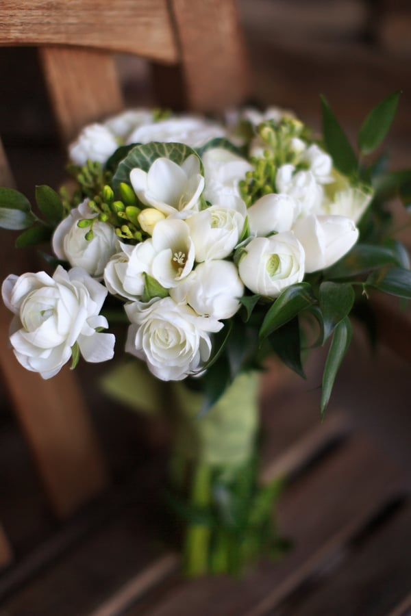 Winter white bouquet | Telluride wedding photographer Cat Mayer Studio | www.catmayerstudio.com