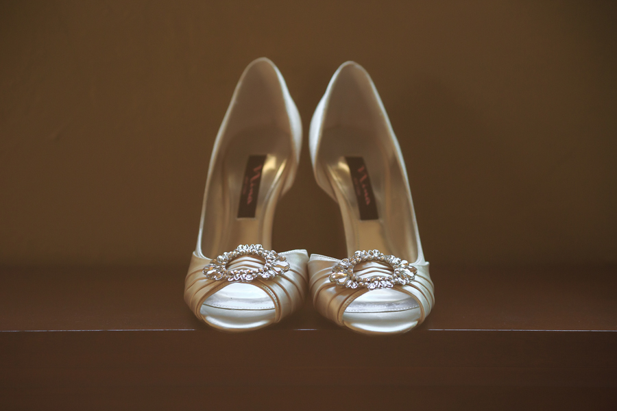 Bride wedding shoes | Grand Junction Wedding |  Grand Junction wedding photographer | www.catmayerstudio.com