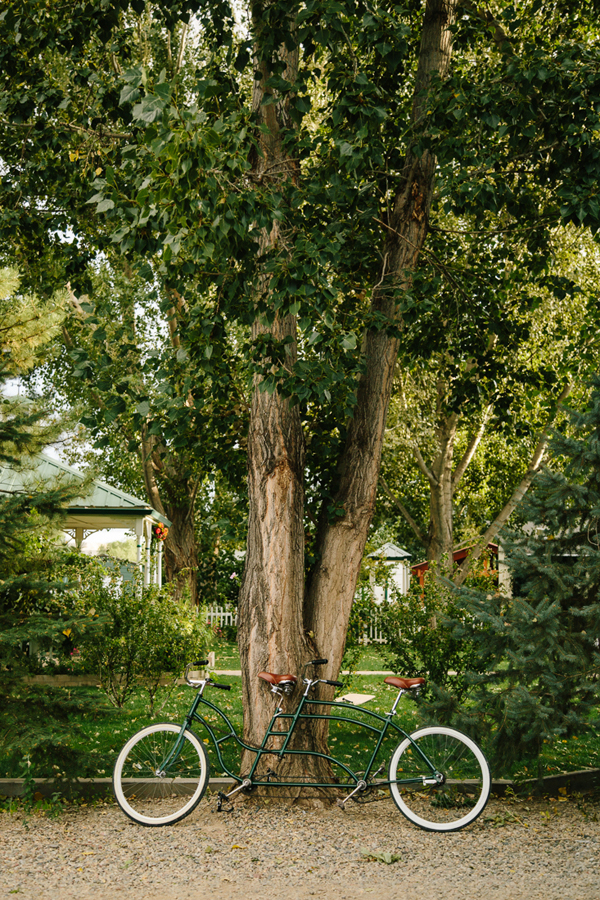 Bike for two | Amy's Courtyard Wedding | Palisade wedding photographer | Cat Mayer Studio www.catmayerstudio.com