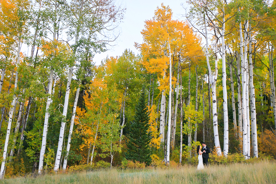 Bride and groom at fall autumn wedding | Viceroy Snowmass | Photographer: Cat Mayer Studio www.catmayerstudio.com