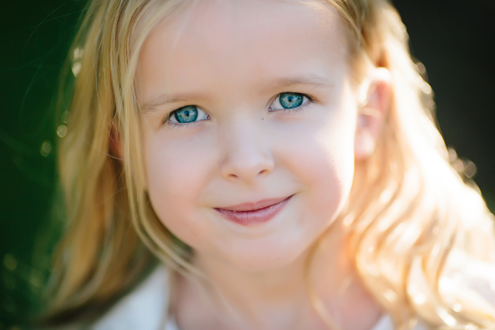 Beautiful Blue Eyed Flower Girl | Photogrpahy by Cat Mayer Studio | www.catmayerstudio.com