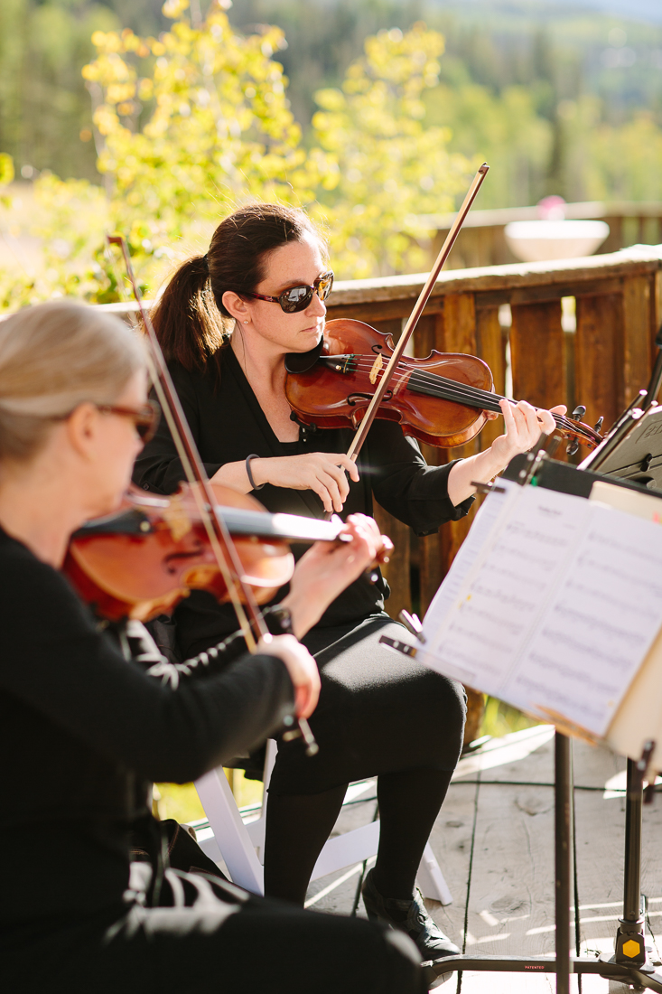 Violinist Play at Outdoor Wedding | Cat Mayer Studio | www.catmayerstudio.com