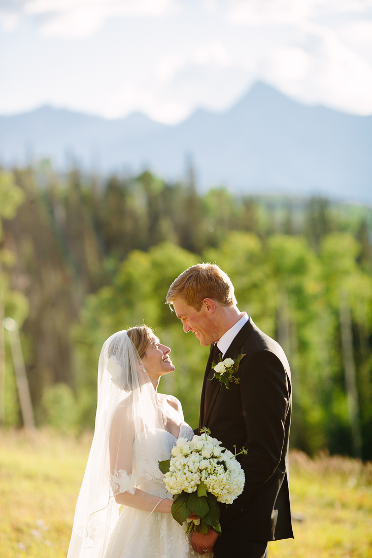 September Colorado Outdoor Wedding Couple | Photography by Cat Mayer Studio | www.catmayerstudio.com