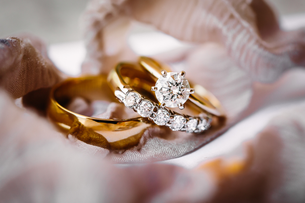 Two Rivers Winery Wedding | Gold Wedding Rings From Bentley Fine Jewelry | Cat Mayer Studio | www.catmayerstudio.com