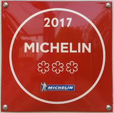 """""""Deutsch:Hinweis auf die drei Michelin-Sterne am Restaurant Vendôme in Bensberg"""" by Chumwa under CC-A-S Alike 2.5 Generic license."""