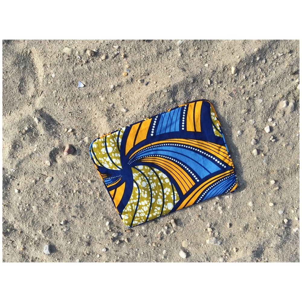 THE ROYAL NATIVE PLAYA POUCH $35