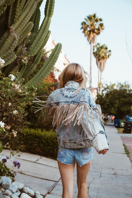 b07e0b0651c VAGABLONDE: A Travel Tale, In Jeans