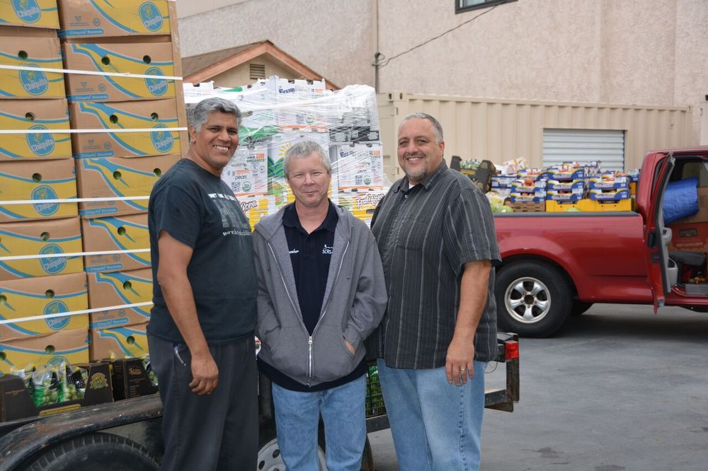 Bob Varden, FoodHelp founder (center) with Friday volunteers Mike Colacion (left) and Mark Schoch. Photo by Carol Kearns