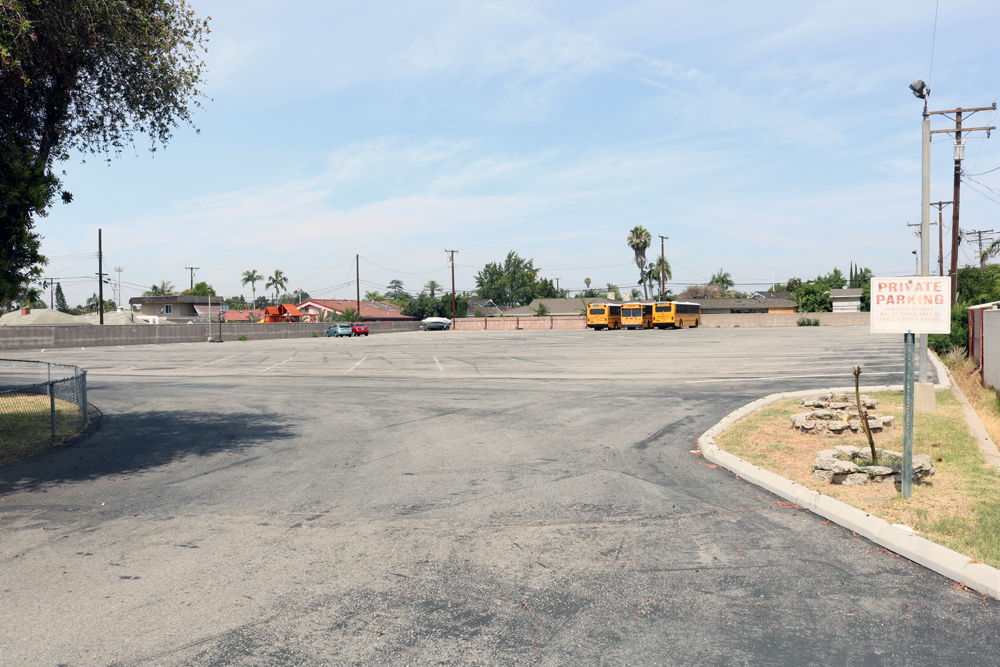 The parking lot at Temple Ner Tamid. Photo by Alex Dominguez