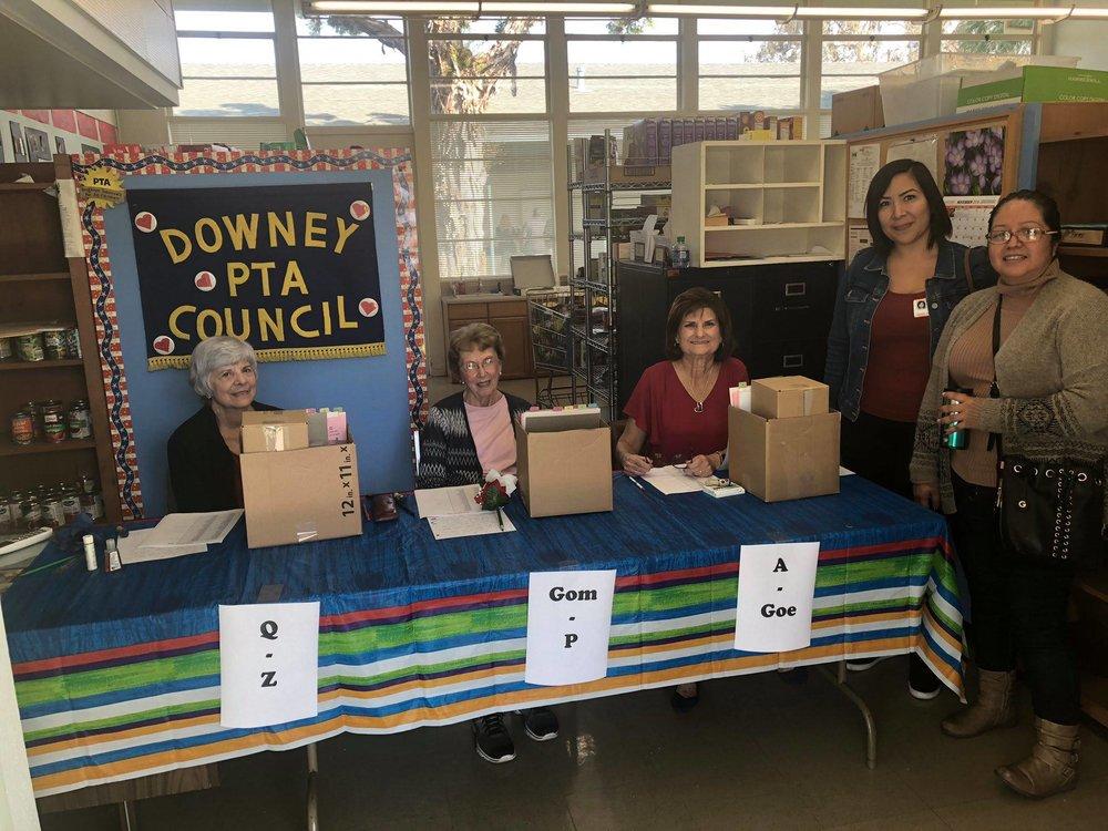 PTA HELPS volunteers at a Thanksgiving distribution last week.