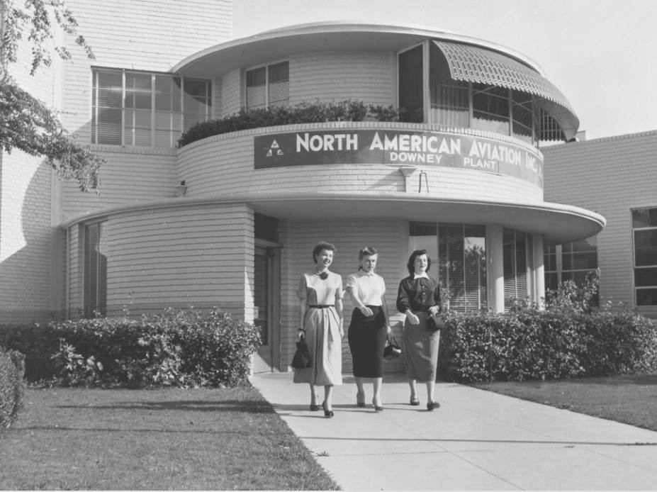 Workers leaving the North American Aviation plant in Downey, September 1950. Digitally reproduced by the USC Digital Library; from the California Historical Society collection at the University of Southern California.