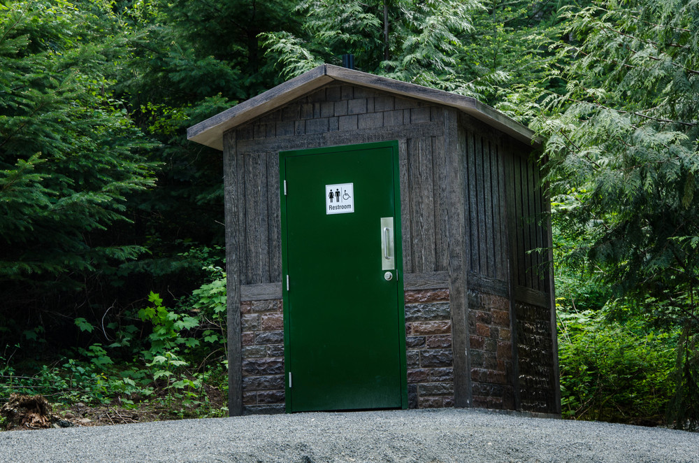 outhouse4.jpg