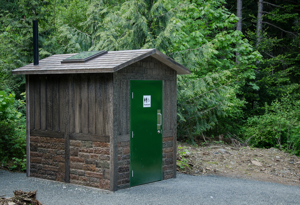 outhouse8.jpg