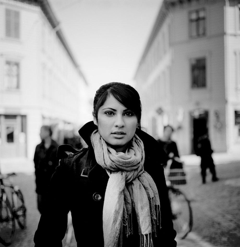 Porträtt kvinna utomhus unique talents foto David Falk