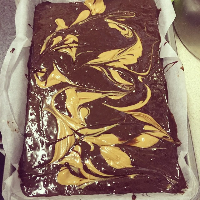 Sugar free & gluten free cheesecake brownies going in the oven 😋🍫 #inthecakehouse #kentishtown #camden #brownies #glutenfree #sugarfree #dairyfree #vegan #healthy #cakes #cheesecake