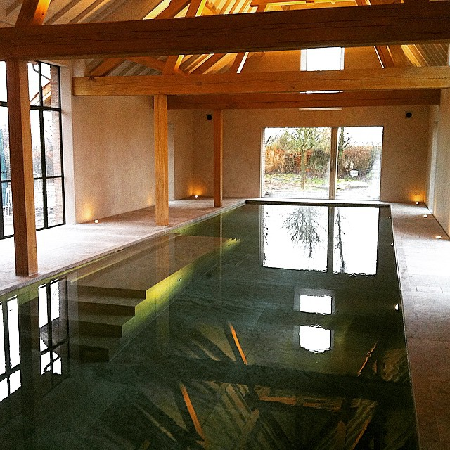 Indoor swimming pool of residence VH.